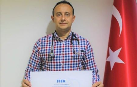Doç.Dr.Hasan Güngör FİFA`nın Resmi Futbol Doktoru Oldu